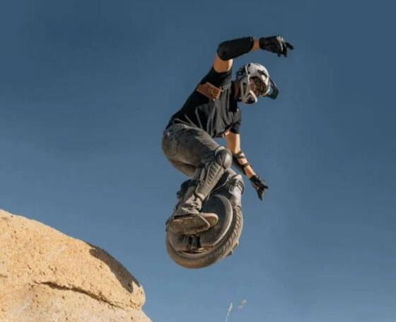technabob.com v11-electric-off-road-unicycle.jpg